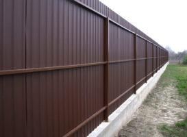 Забор из профнастила на ленточном фундаменте